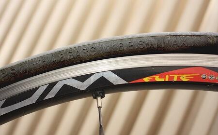 Marquage sur les flancs du pneu